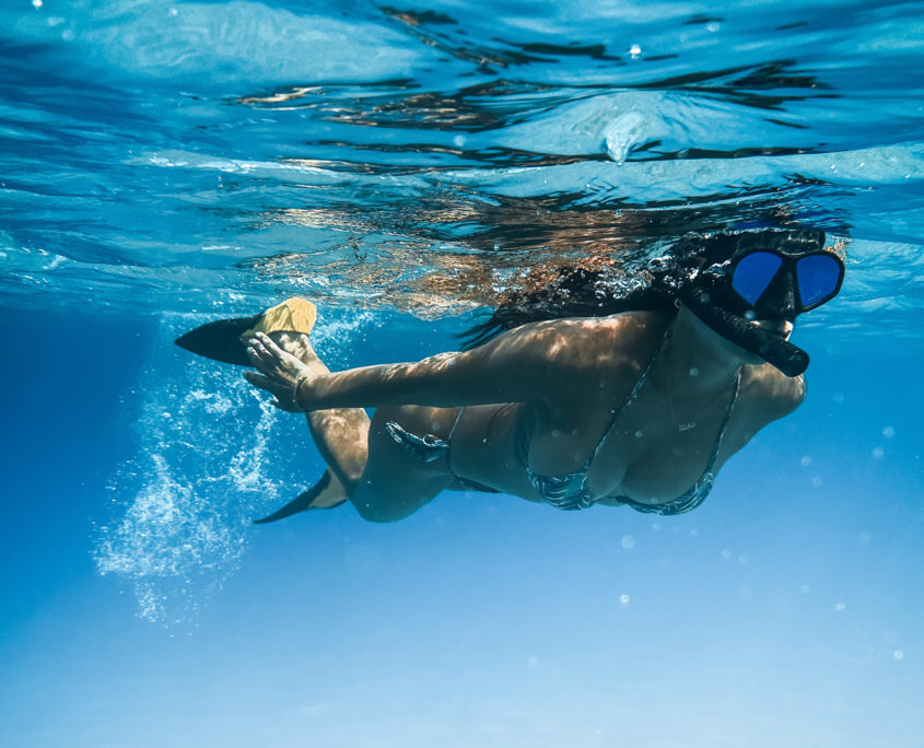 snorkeling touring south Spain with the guide of Black Frog Divers. Mask, snorkle and fins to discover the beautiful sea of the Costa del Sol